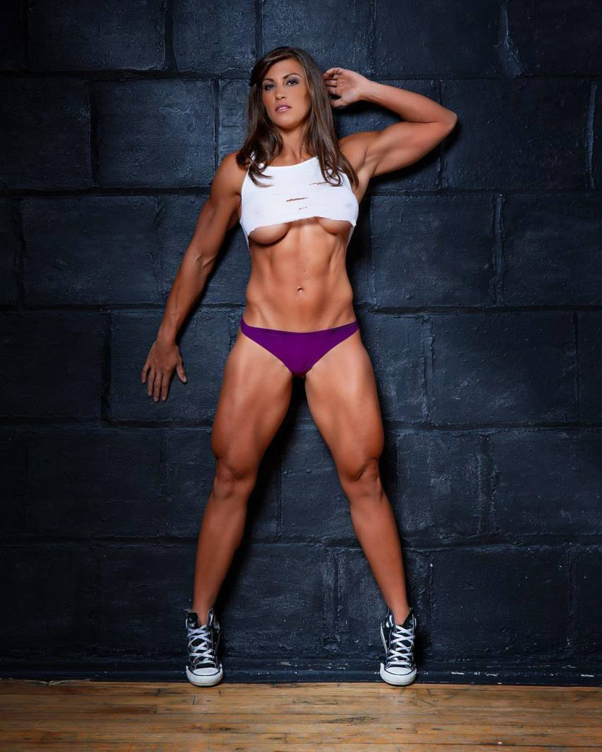 Kristen Graham showcasting her ripped physique