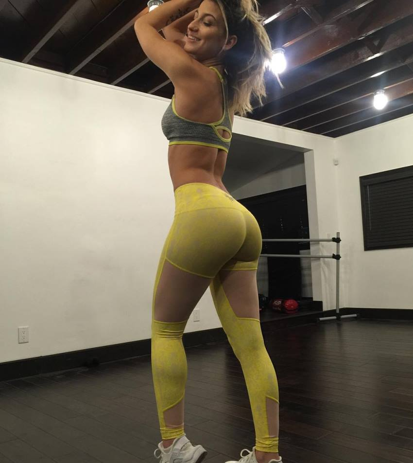 Lexy Panterra showcasting her glutes in yellow leggings