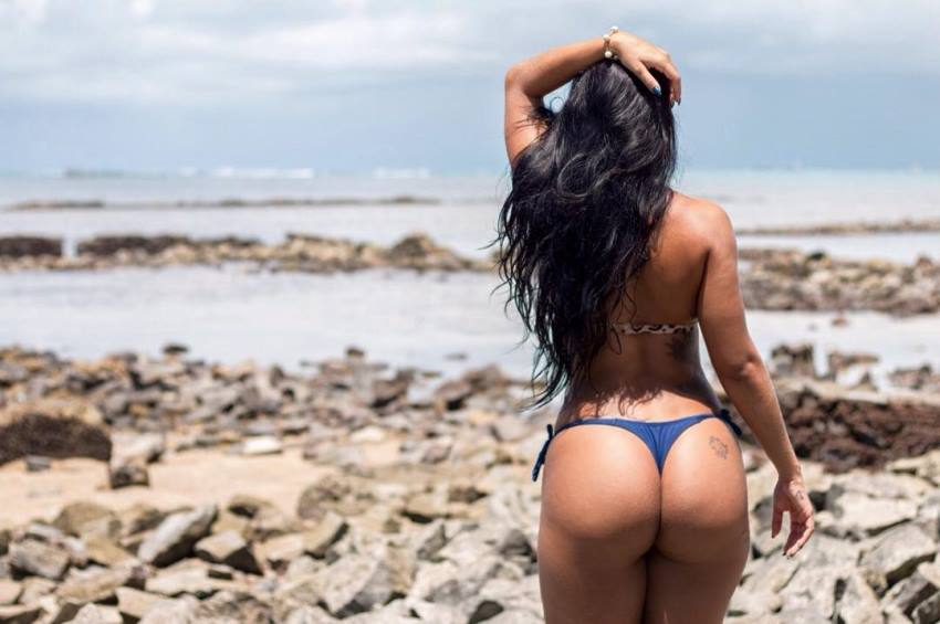 Lorrane Ottoni on the beach showing her glutes