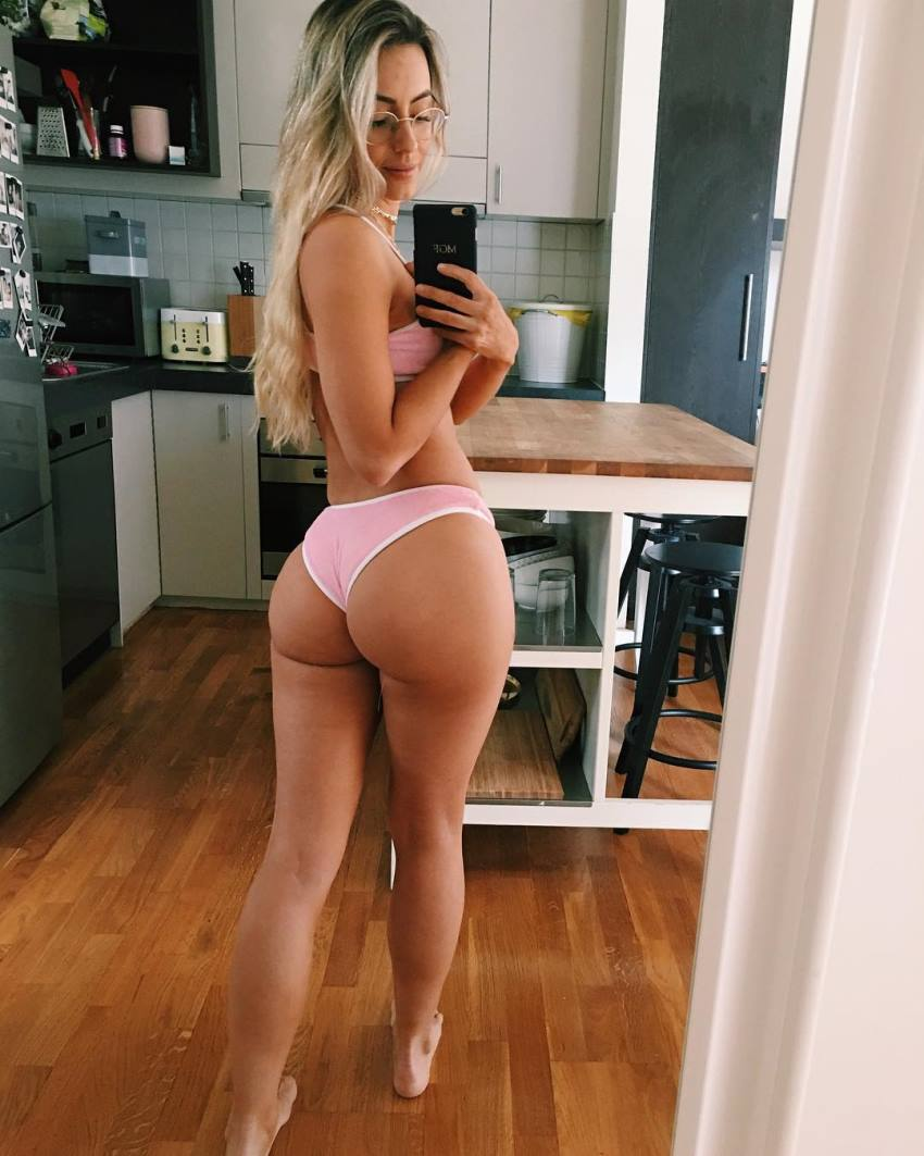 Madalin Giorgetta Frodsham taking a selfie of her awesome glutes