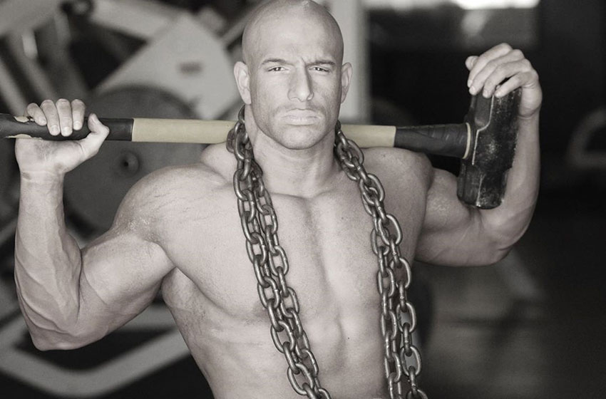 Nick Scott with chains over his shoulders.