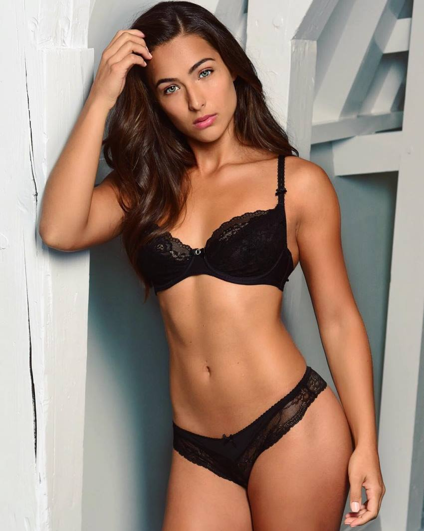 Nochtli Peralta Alvarez showing her fit body in a black lingerie and bra for a phtoo shoot