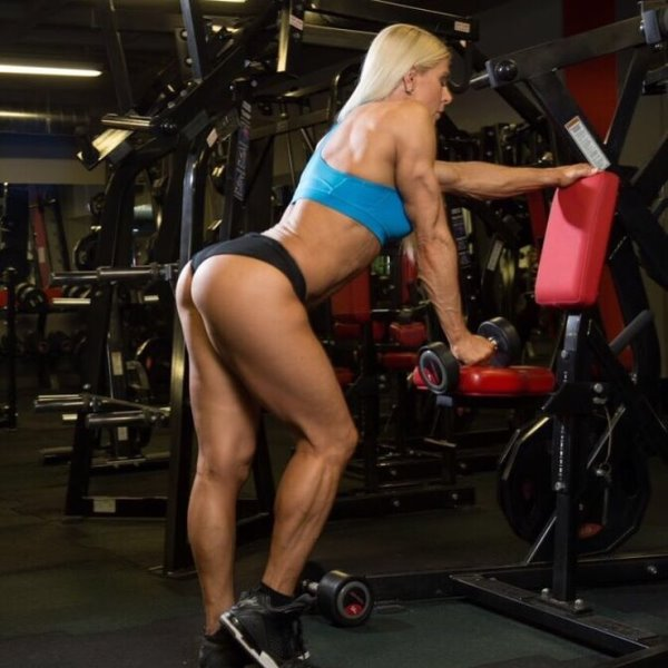 Regiane Da Silva Botthof training in the gym and posing for a photo