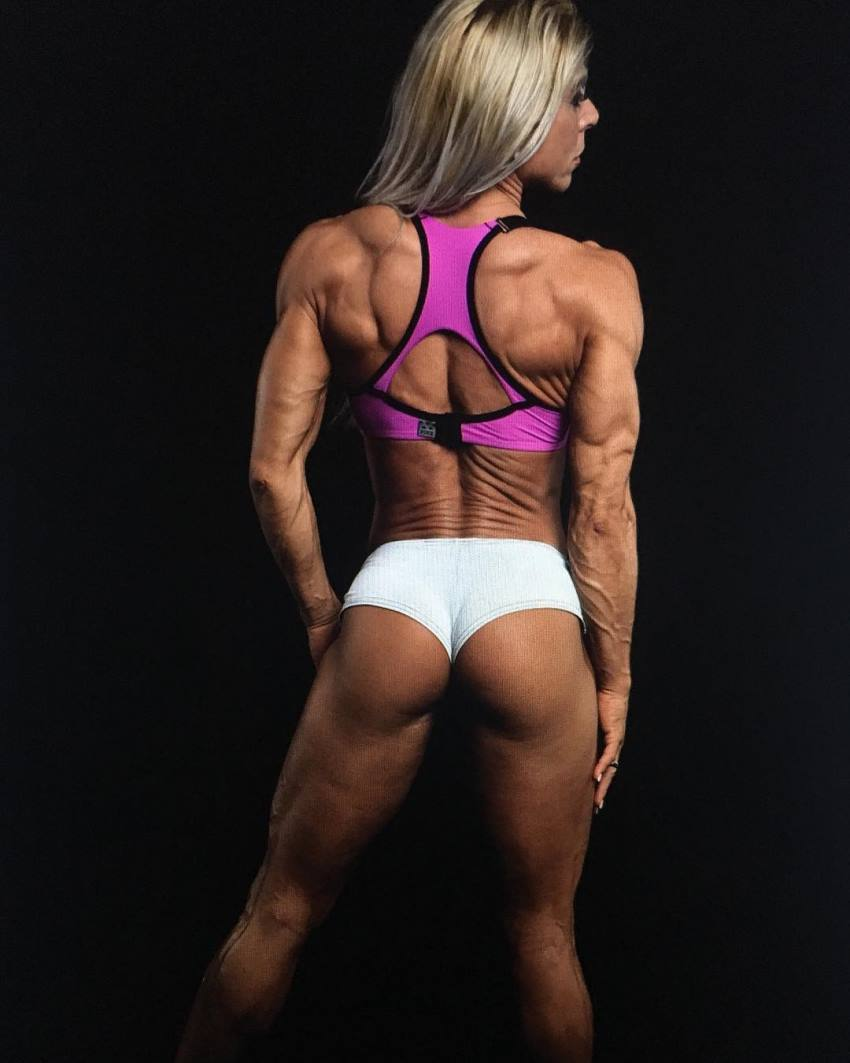 Regiane Da Silva Botthof showcasting her ripped back and glutes