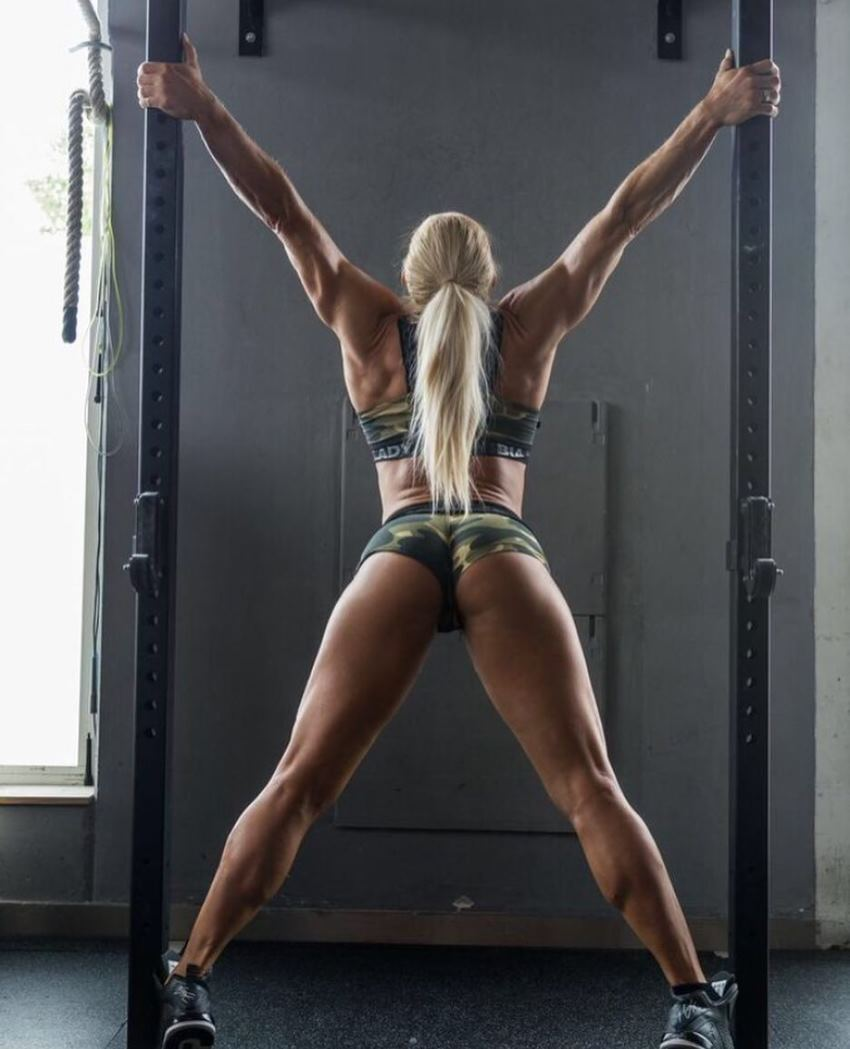 Regiane Da Silva Botthof showing off her glutes, legs, arms, and back for the camera