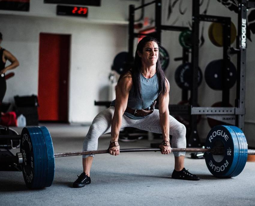 Stefanie Cohen doing heavy deadlifts