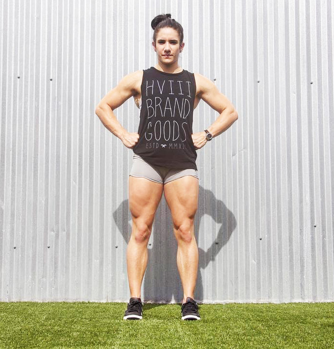 Stefanie Cohen flexing her quads looking muscular and strong