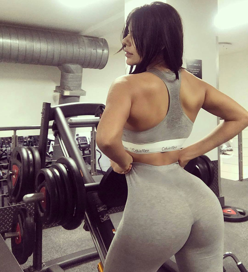 Suzy Cortez in the gym showing off her glutes.