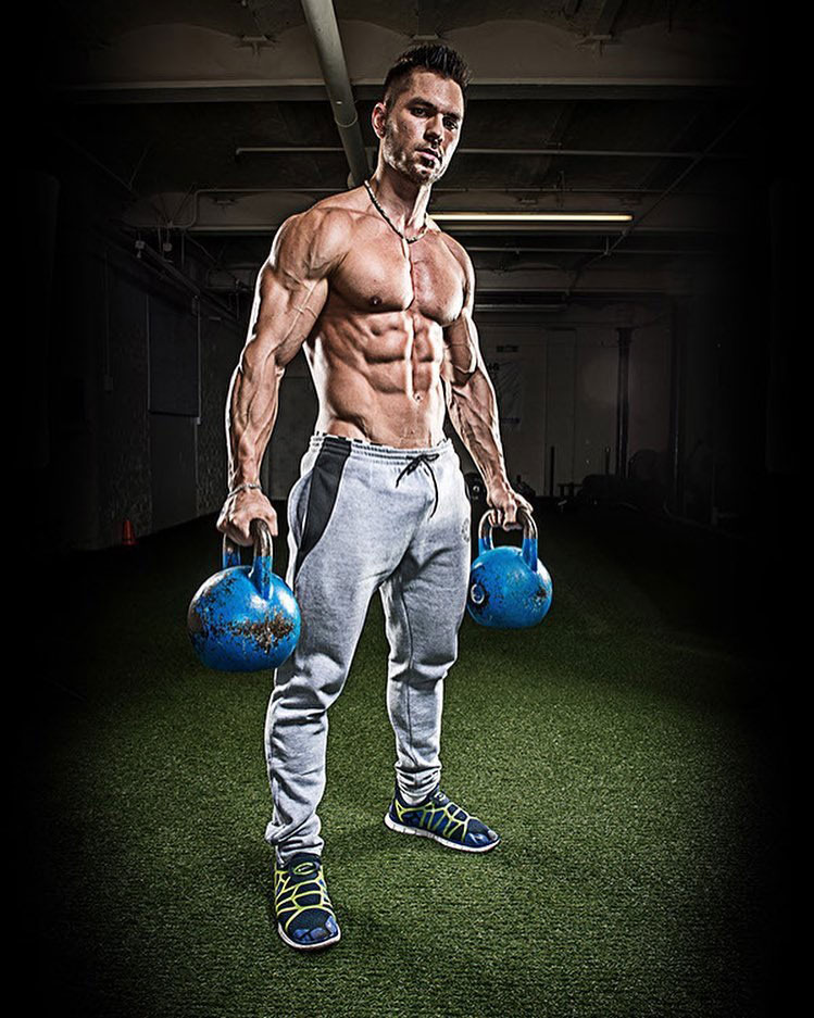 Alon Gabbay holding kettlebells in a photo shoot.