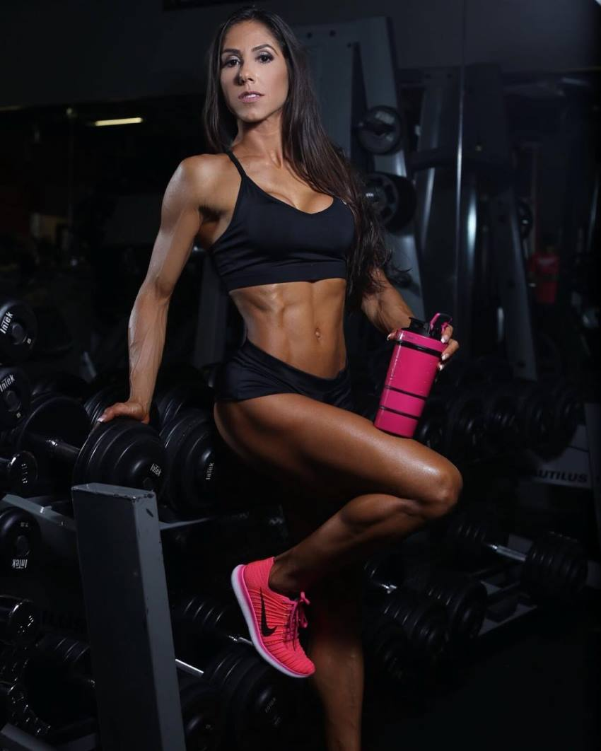 Angelica Teixeira showingcasting her tones arms and abs in a photo shoot