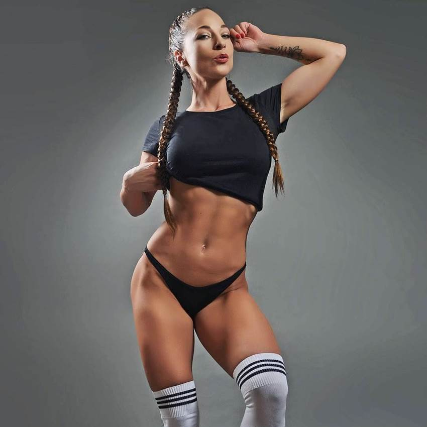 Anna Delyla showing her lean abs and legs for the photo