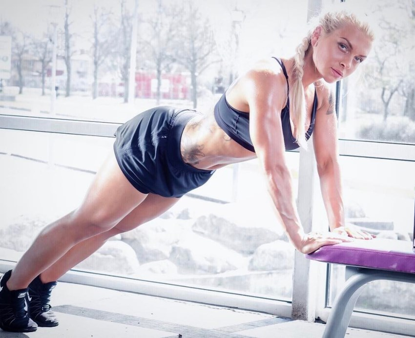 Caroline Aspenskog doing raised push-ups on a bench