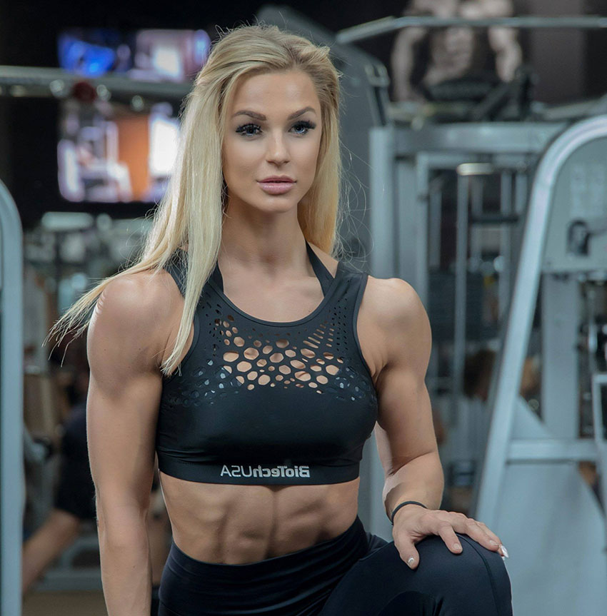 Catharina Wahl in a photo shoot showing off her abs.
