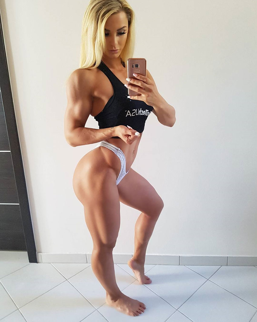 Catharina Wahl taking a selfie showing off her leg muscles.