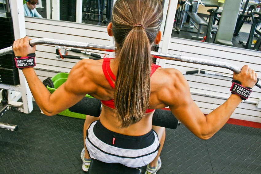 Kimberly Marie training her back in the gym doing lat pulldowns
