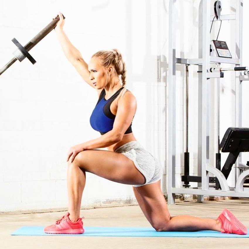 Marialye Trottier training shoulders looking fit
