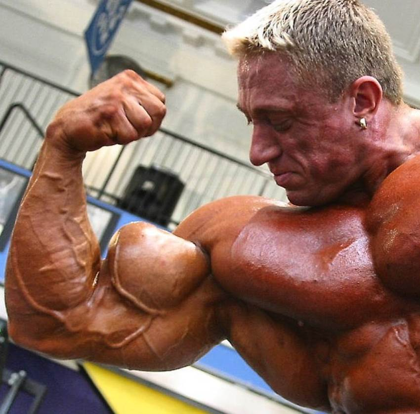 Markus Ruhl flexing his ripped and massive biceps