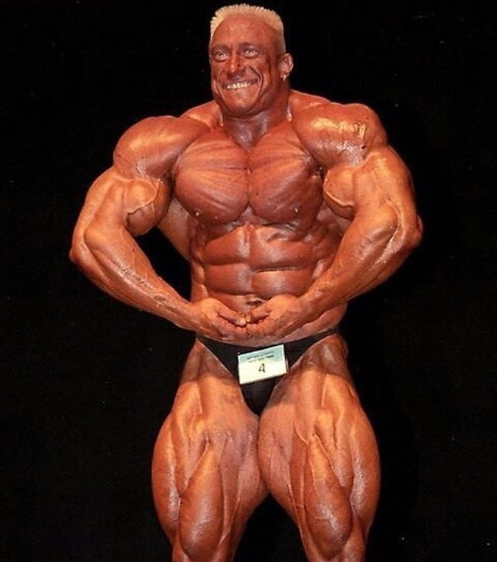 Markus Ruhl most muscular pose on the bodybuilding stage