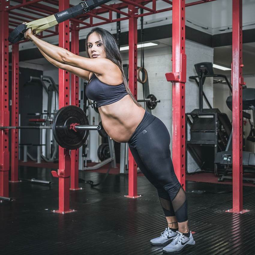 Nathalia Melo training in the gym while pregnant
