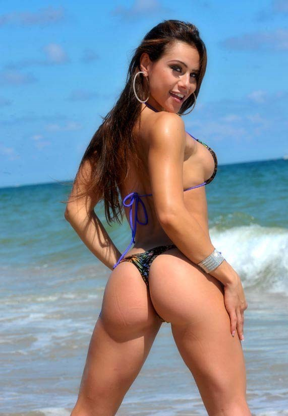 Nathalia Melo posing by the beach