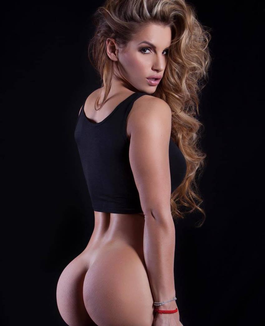 Nikola Weiterova displaying her curvy glutes for the photo