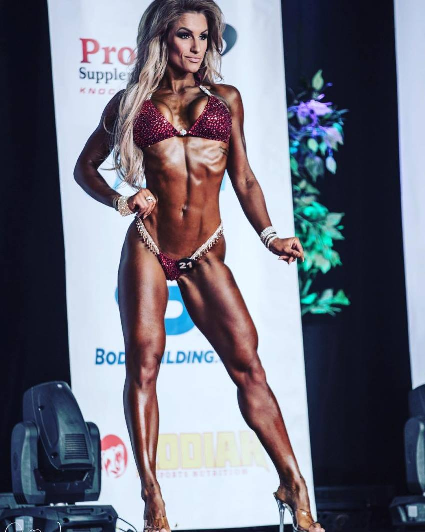 Nikola Weiterova posing on the stage looking ripped and muscular
