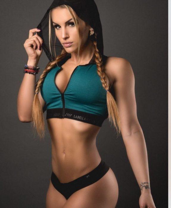 Nikola Weiterova posing for the photo in sportswear looking fit