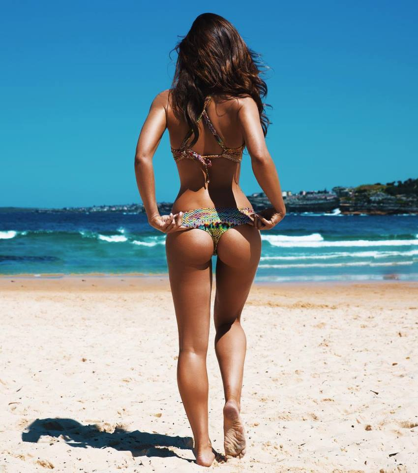 Pia Muehlenbeck walking by the beach and showing her awesome glutes