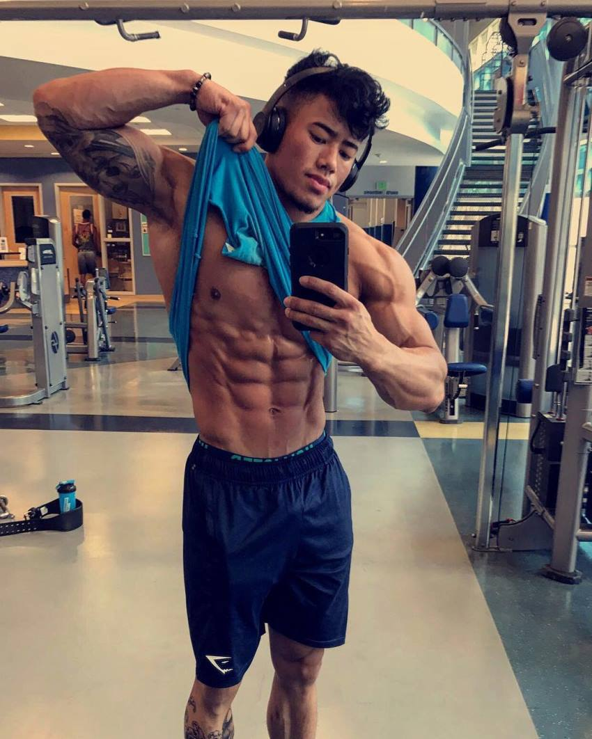 Steven Cao taking a selfie of his ripped abs