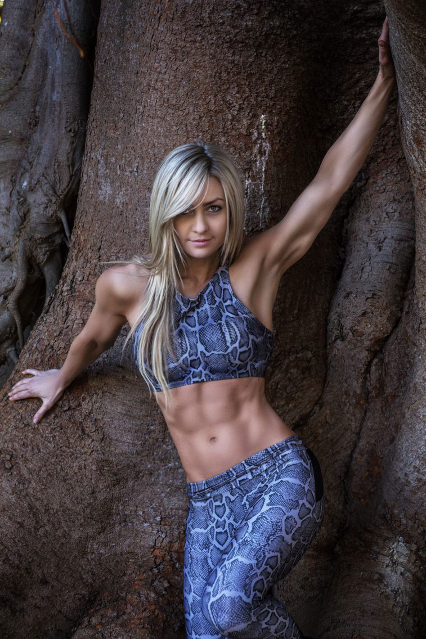 Zoe Daly showing off her abs.