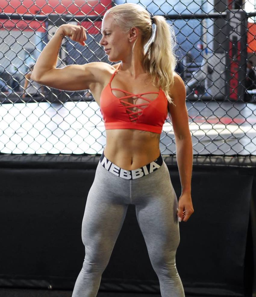 Anna Stålnacke flexing her biceps, looking lean and fit