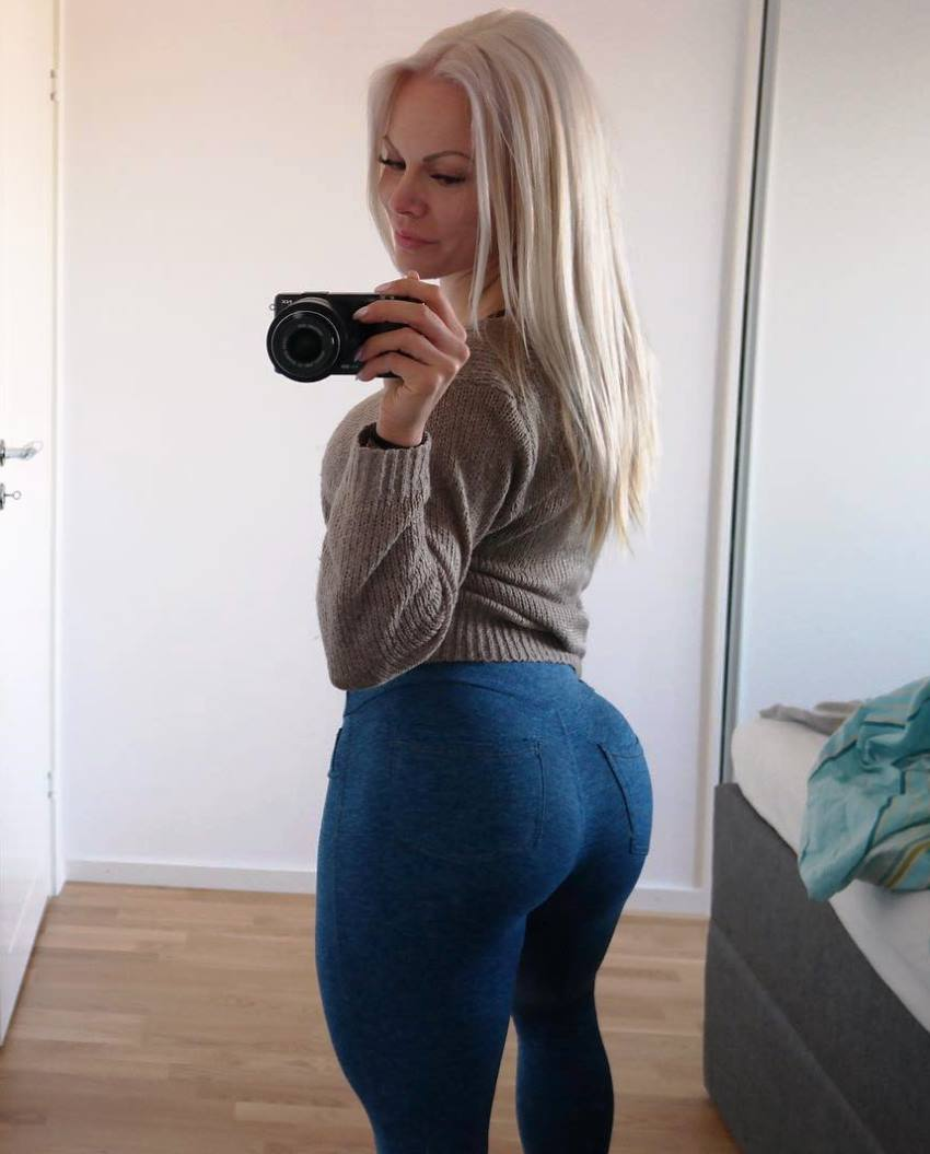 Anna Stålnacke taking a selfie of her curvy glutes in blue jeans