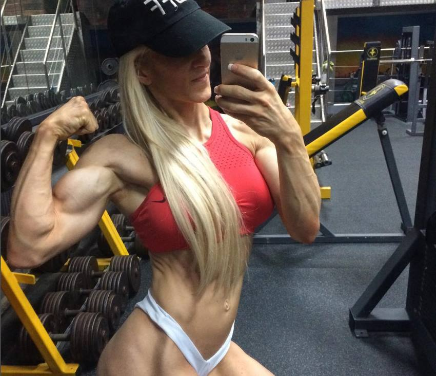 Clare Taubman flexing her biceps and abs for a selfie