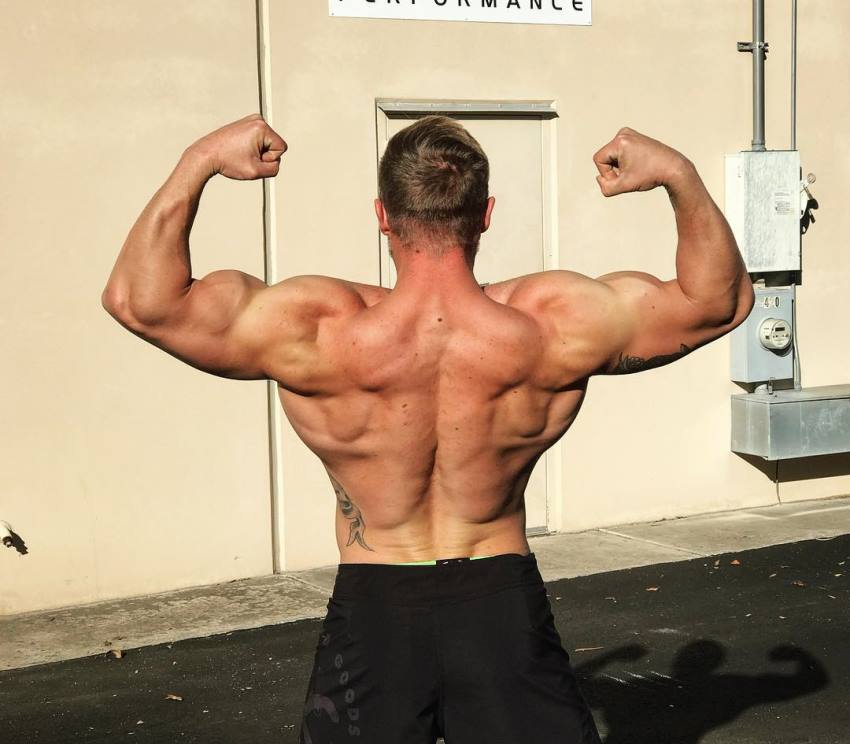 Nick Bare flexing his back muscles looking ripped and big
