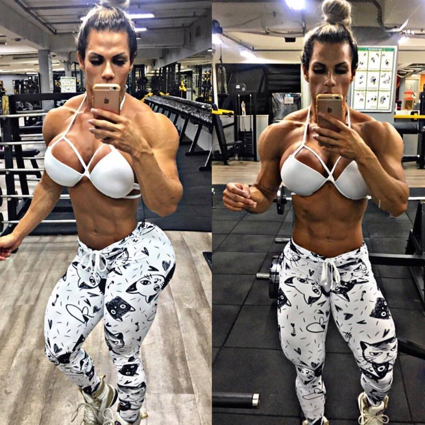 Suelen Bissolati taking a selfie of her awesome figure