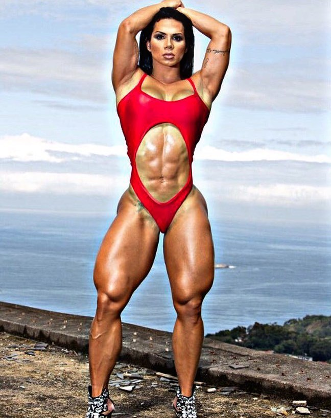 Suelen Bissolati showcasting her ripped abs and muscular legs