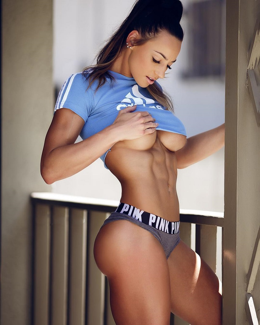 Amy Leigh-Quine showcasing her awesome physique