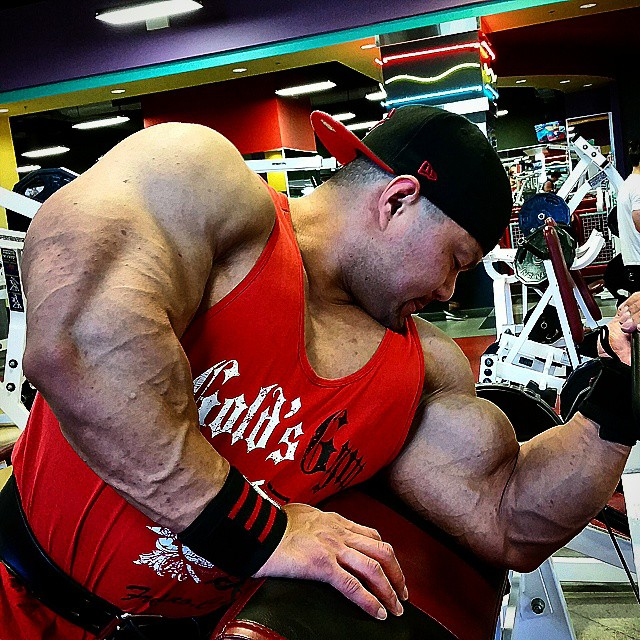 An Nguyen training his big and muscular arms with dumbbell curls