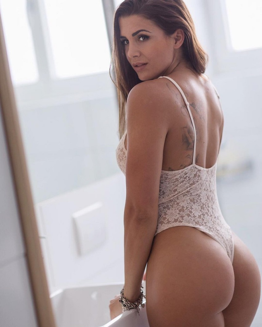 Andrina Santoro showing off her curvy glutes in a photo