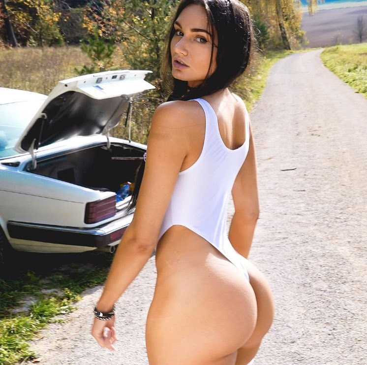 Carinnha White shocasing her incredibly curvy glutes for a photo