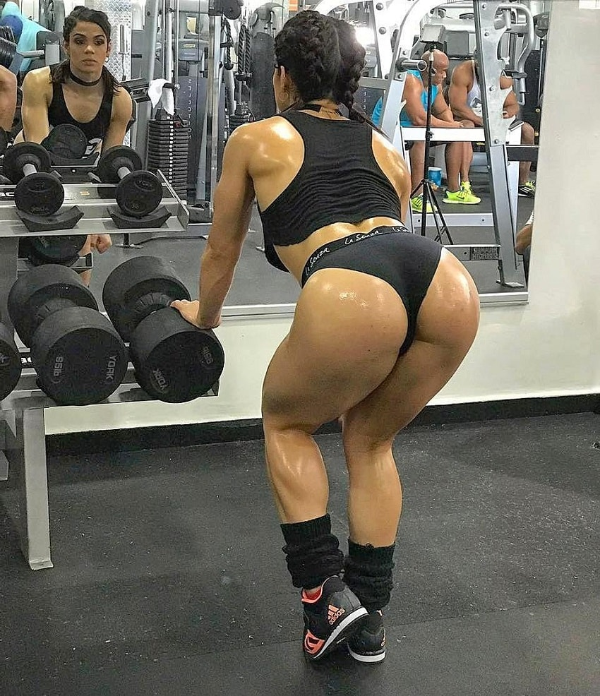 Elba Peka showcasing her curvy and fit glutes in a gym