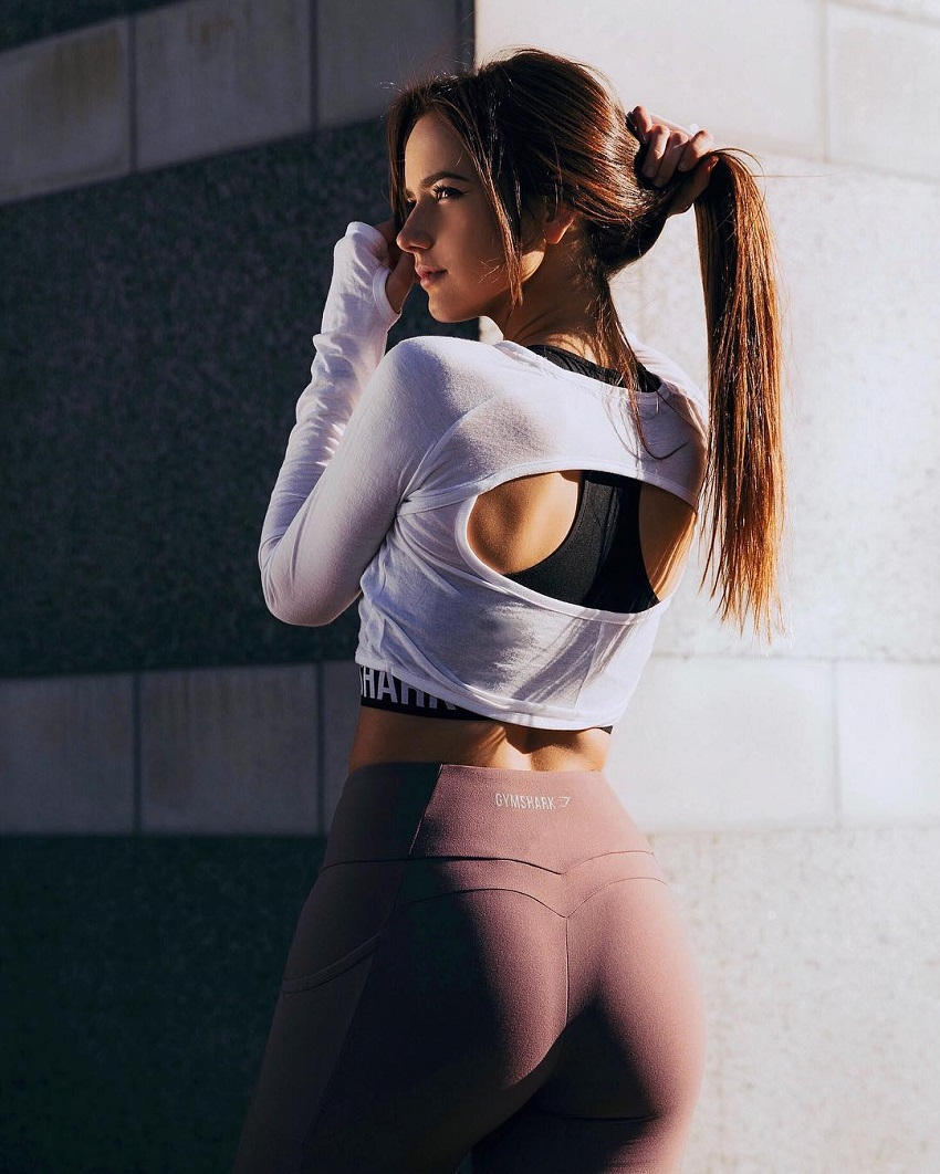 Isabela Fernandez posing in a photo shoot looking curvy and lean