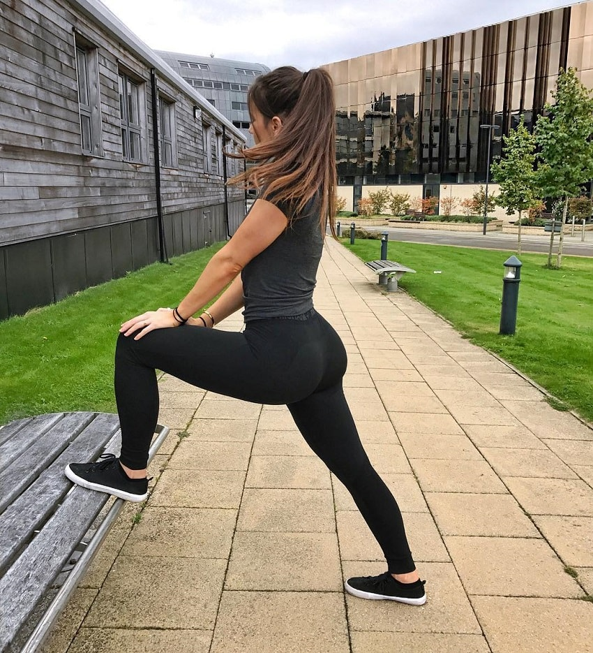 Isabela Fernandez posing on the bench looking curvy and fit