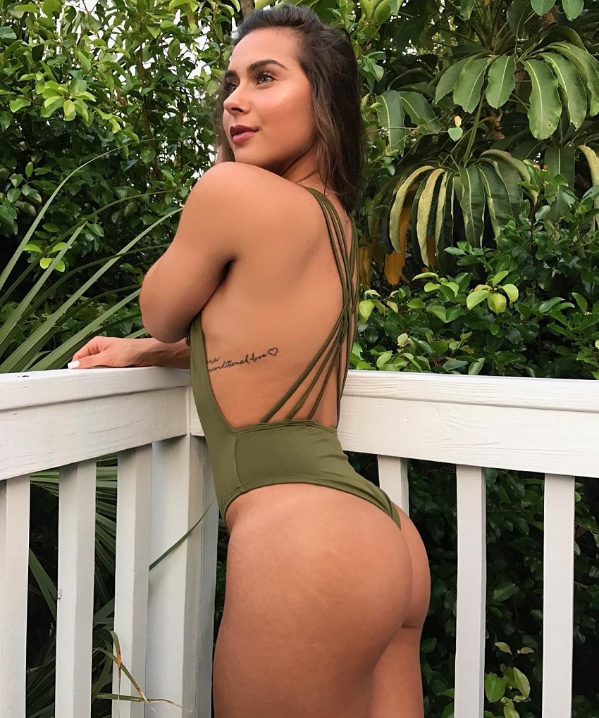 Janeece Sinclair showing off her curvy glutes in a photo