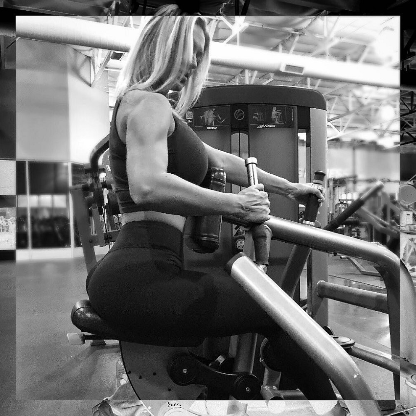Chanel Renee Jansen doing back rows in a gym