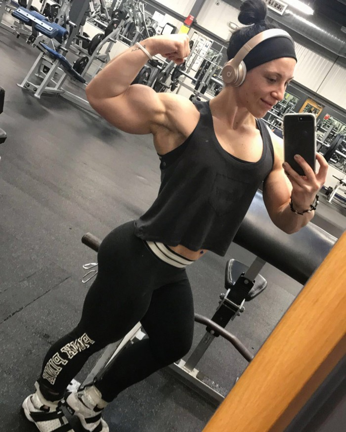 Chloe Sannito flexing her bulging biceps in a selfie