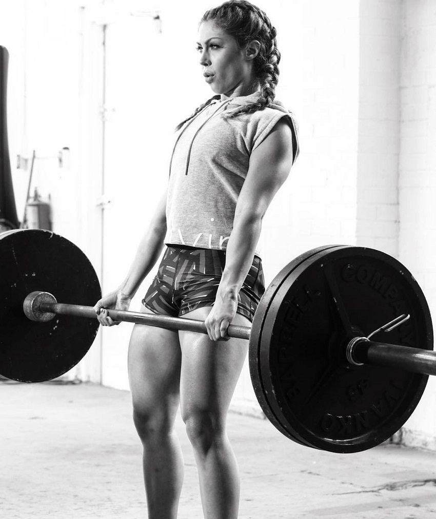 Isabel Lahela performing heavy deadlifts looking strong and fit