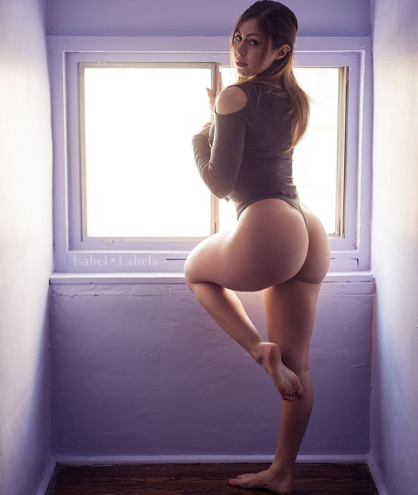 Isabel Lahela showing off her glutes for a photo