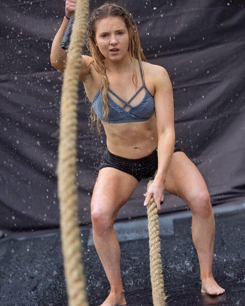 Lauren Tickner doing battling ropes exercise
