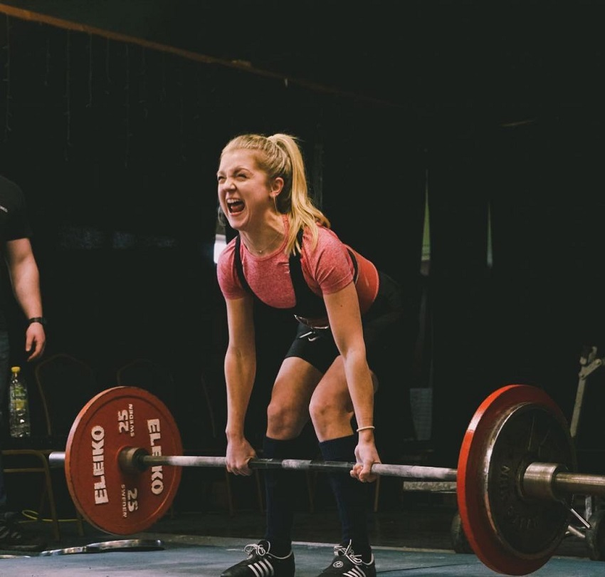 Lauren Tickner lifting heavy deadlifts during a powerlifting meet
